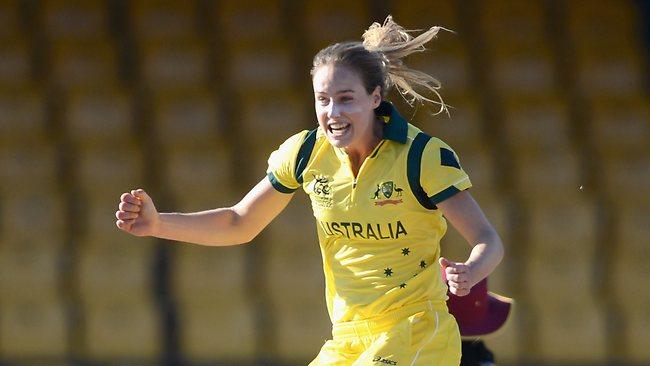 Ellyse Perry, la star du cricket féminin, a joué en équipe nationale d'Australie au cricket et au football (crédit Herald Sun)